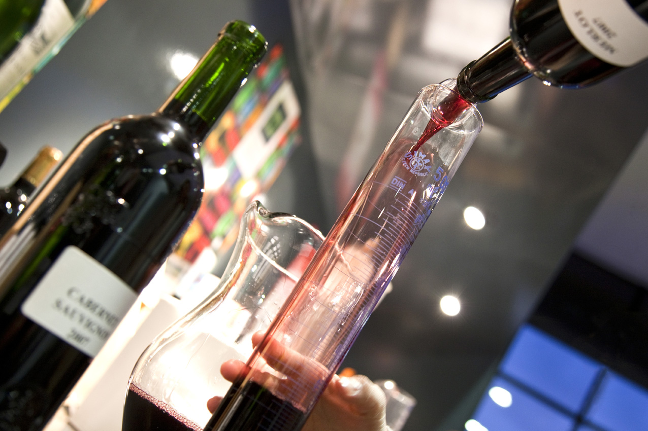 coffret cadeau amateur vin visite cave d couverte vin nologie faire son vin unpiedaudomaine. Black Bedroom Furniture Sets. Home Design Ideas